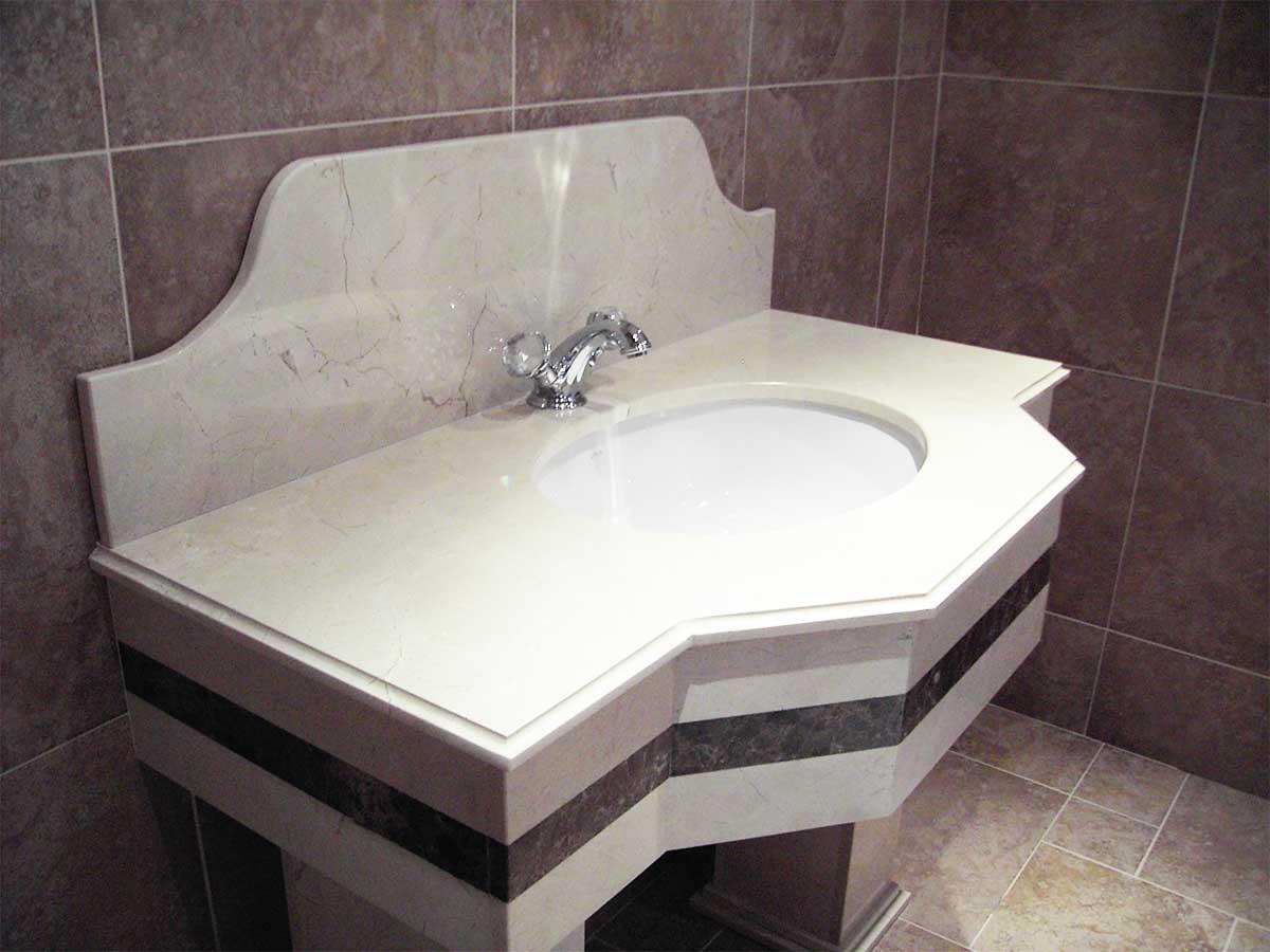Ma Grinite bathroom